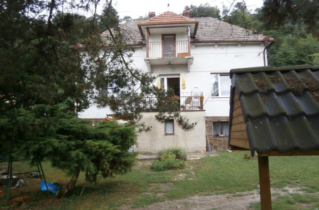 Prodej, rodinný dům 6 + 1 s pozemkem 3437 m2, v obci Nové Ouholice, okres Mělník