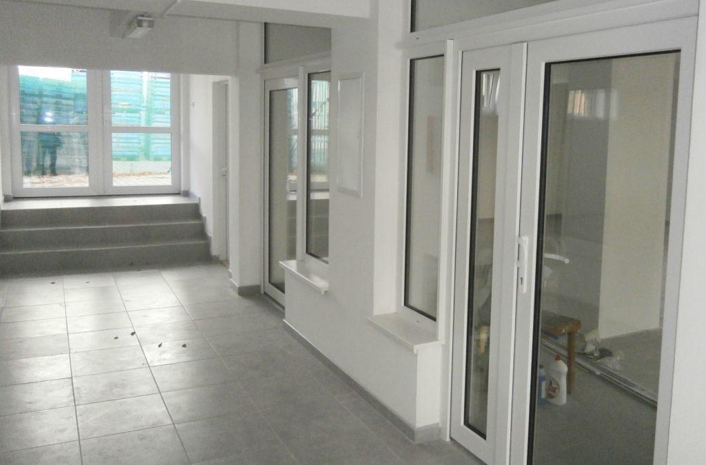 Pronájem obchodních prostor 90 a 25 m2 Čelákovice.